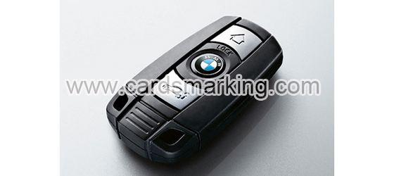Fokus auf Autoschlüssel-Schürhaken-Scanner