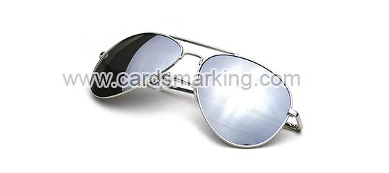 Markierte Spielkarten mit Gläsern der silbernen Farbe