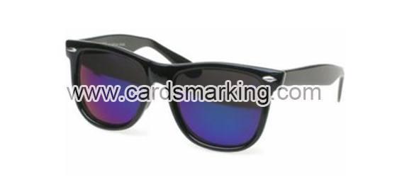 Sonnenbrille aus Kunststoff durchschauen Spielkarten